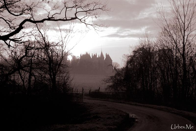 [Image: 1302466933_urbex_le_chateau_long_a_trouver_01.jpg]